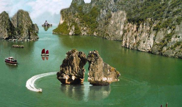 Vinh Ha Long 02 - Tận hưởng vẻ đẹp trọn vẹn của Hạ Long