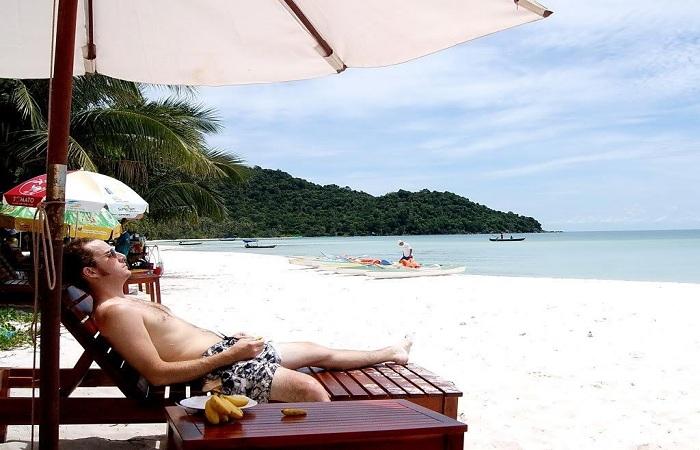 Vừa ngồi ngắm biển, vừa được nhâm nhi thư giãn một thức uống nhẹ nhàng