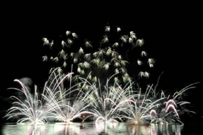 Đêm pháo hoa rực rỡ thổi lên một đêm Hỏa hoành tráng