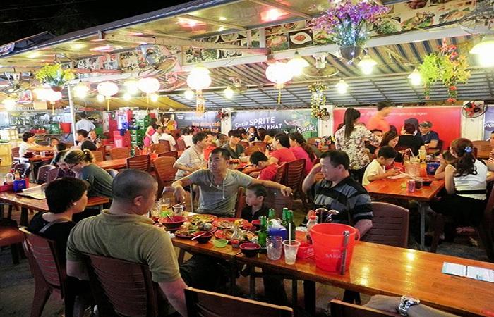 Thăm chợ đêm Dinh Cậu khi đi du lịch Phú Quốc
