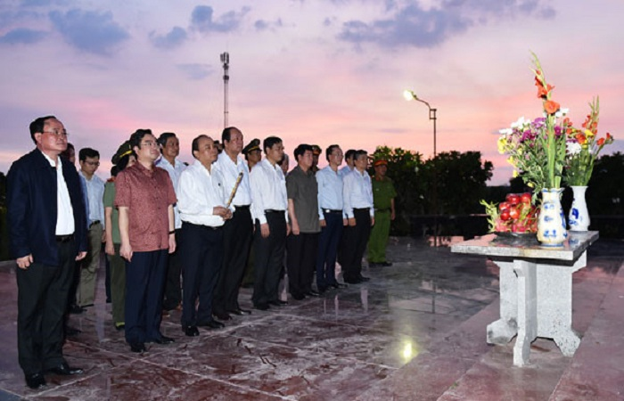 Thủ tướng dâng hương, dâng hoa tưởng niệm